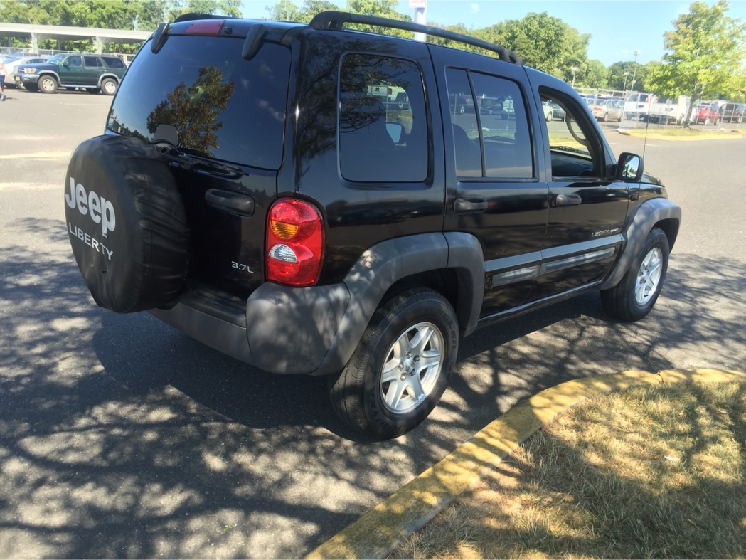 2004 jeep liberty 4x4 for sale in forest hills ny 5miles buy and sell. Black Bedroom Furniture Sets. Home Design Ideas