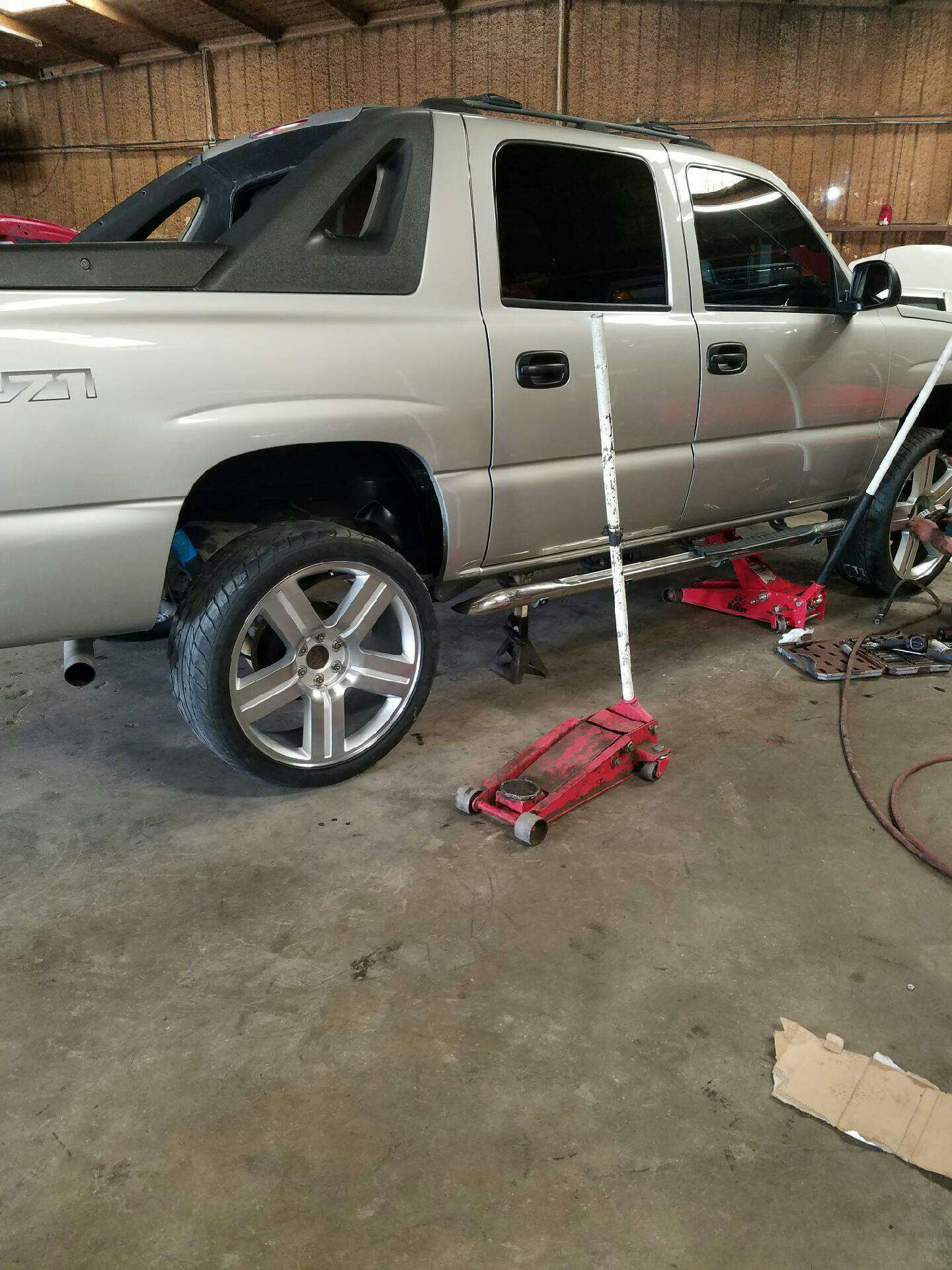 texas edition silverado 24 inch truck rims and tires for. Black Bedroom Furniture Sets. Home Design Ideas
