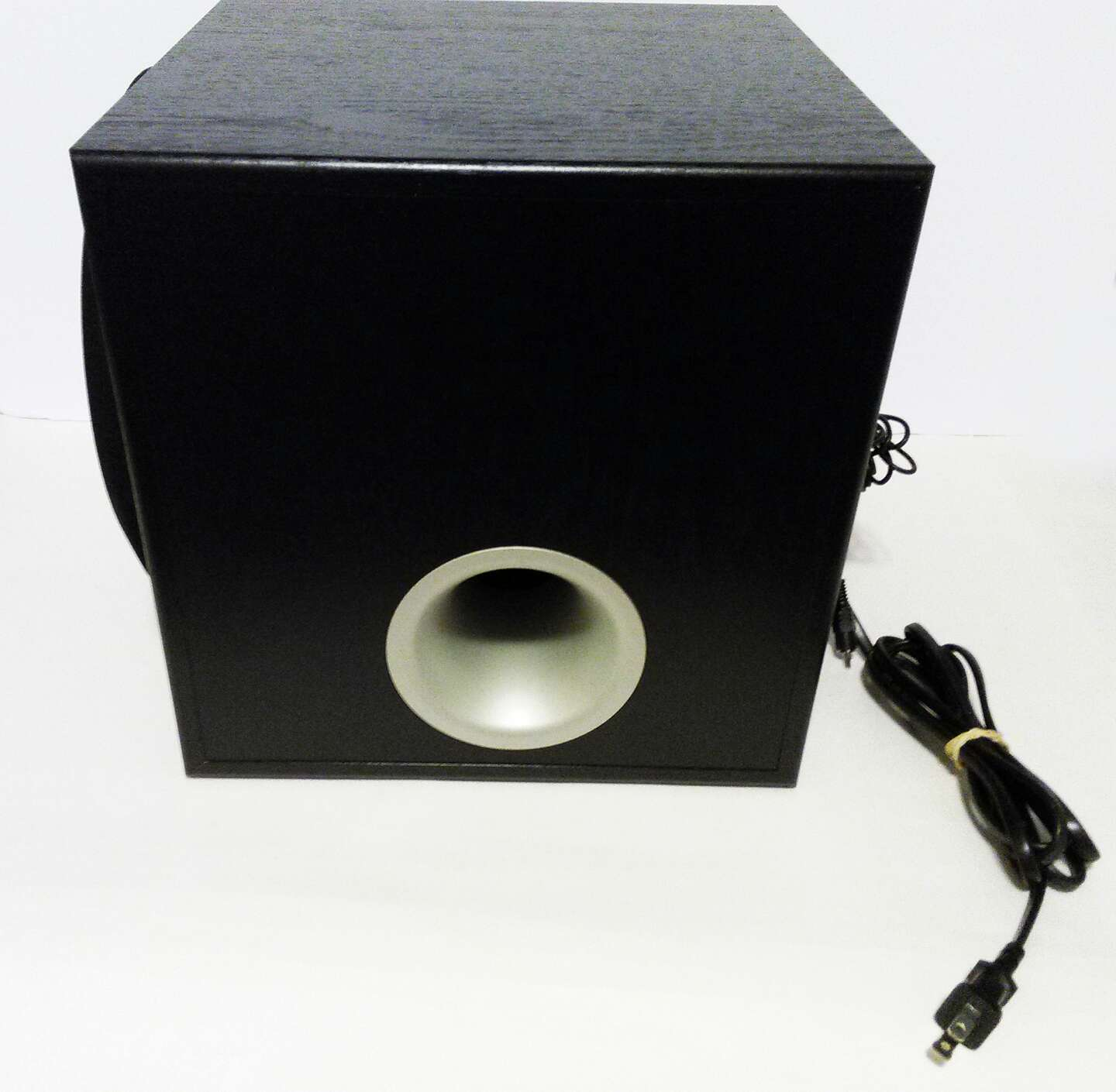 yamaha yst sw012 subwoofer 45w for sale in casselberry fl. Black Bedroom Furniture Sets. Home Design Ideas