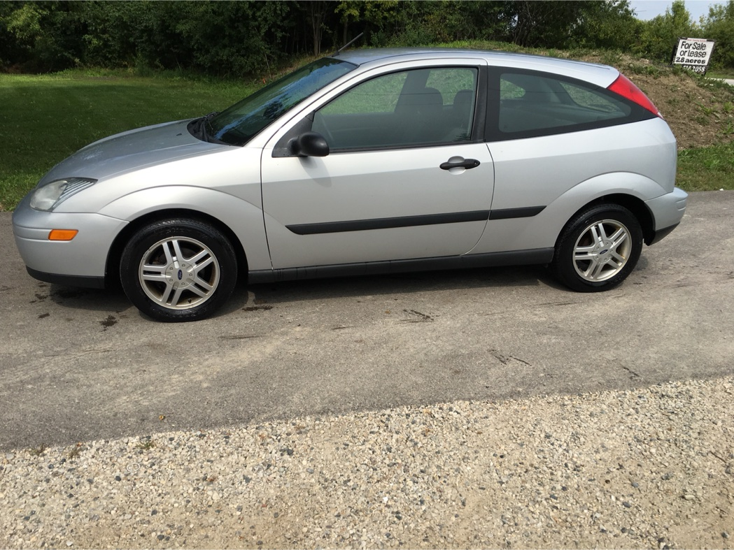 2000 ford focus zx3 for sale in mundelein il 5miles buy and sell. Black Bedroom Furniture Sets. Home Design Ideas
