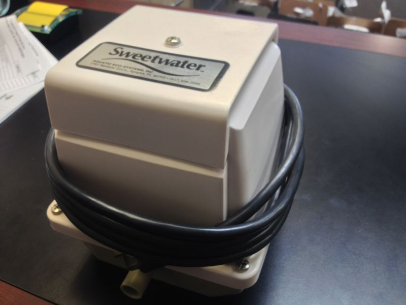 New Listing Medo Linear Piston Air Pump Sl22 By Sweetwater