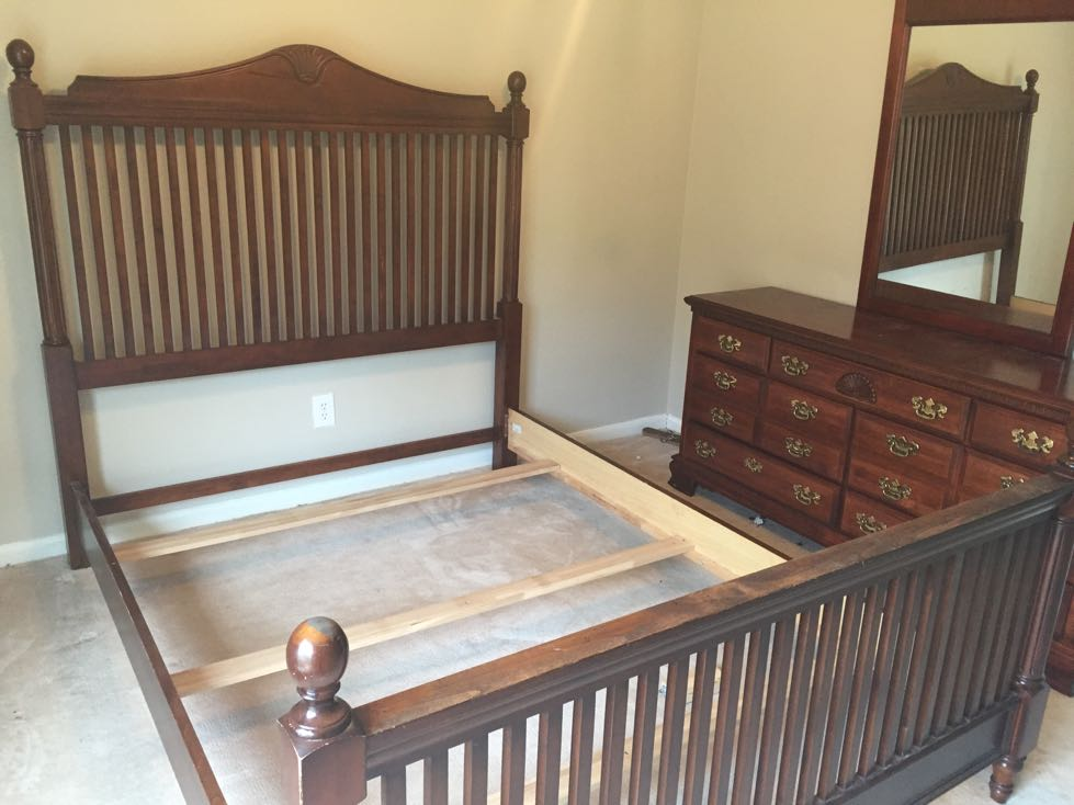 solid wood queen size bed which includes head board food board side rails mid for sale in. Black Bedroom Furniture Sets. Home Design Ideas