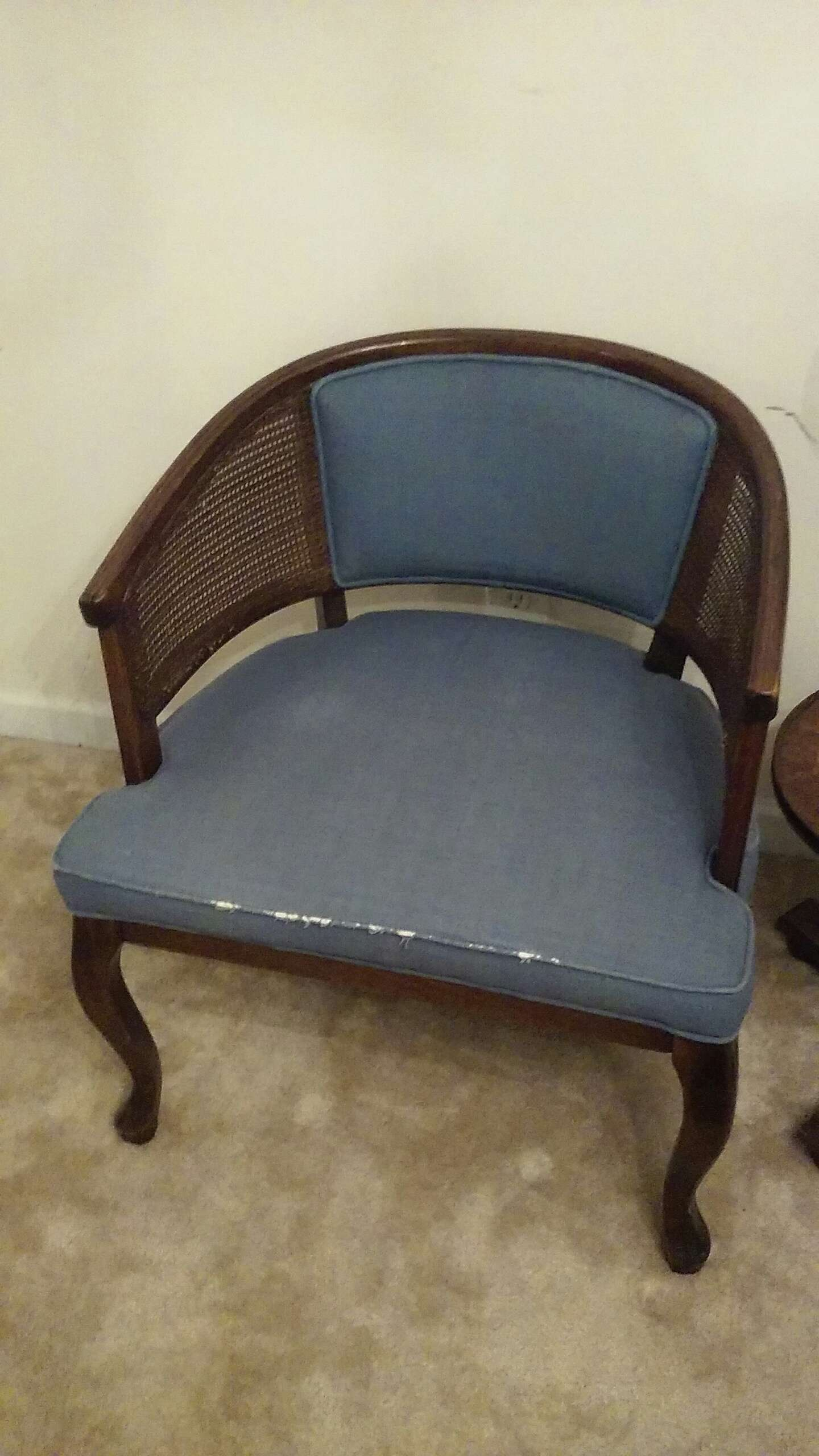 ANTIQUE ROUND BACK CHAIR ! - ANTIQUE ROUND BACK CHAIR !!! For Sale In Decatur, GA - 5miles: Buy