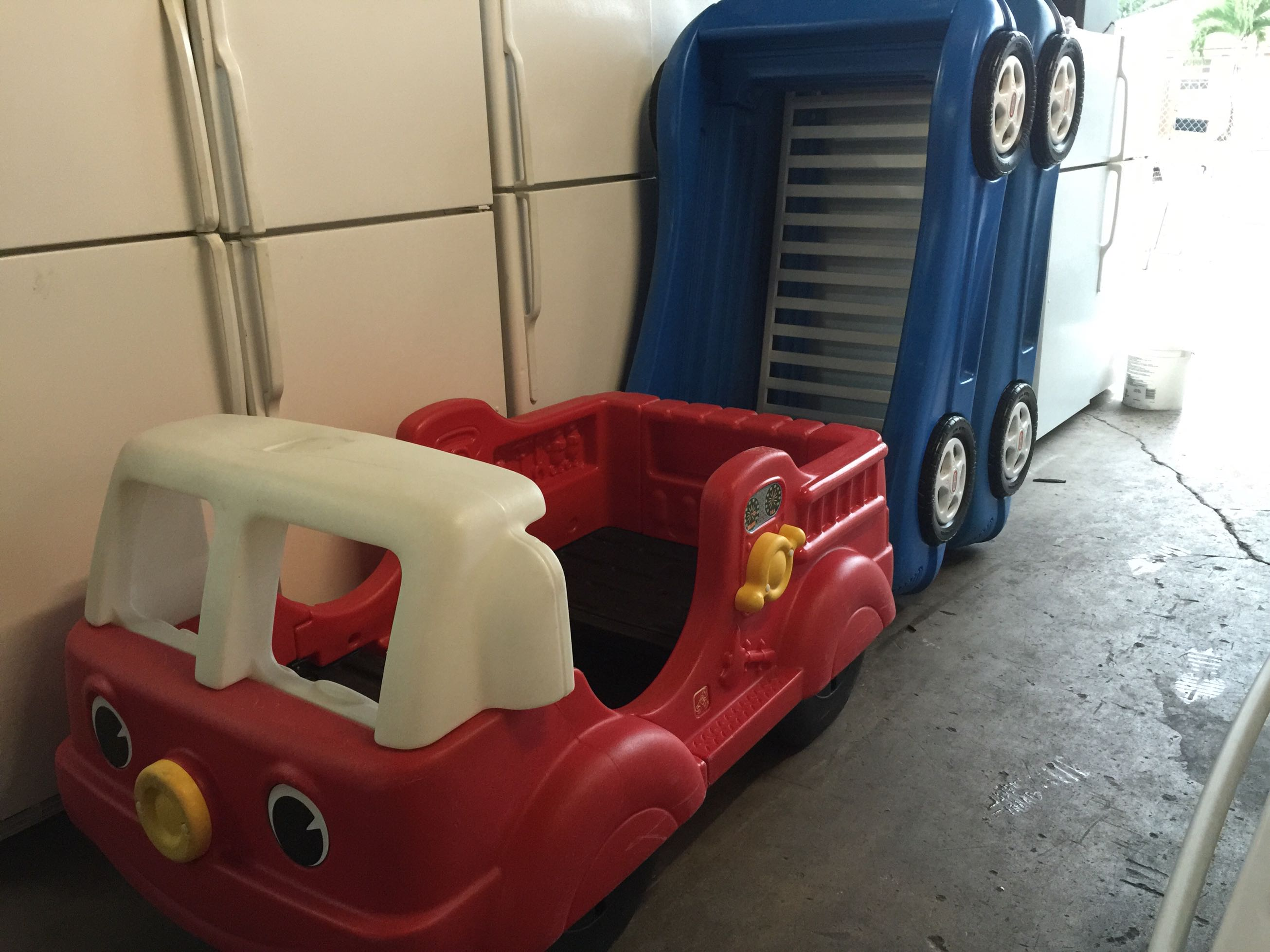 Little Tikes Blue Car Bed: Fire Truck Toddler Bed $79precio Firme Also Blue Race Car